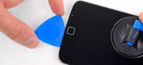 Motorola é a primeira empresa parceira da Ifixit em kits de reparo de smartphones antigos