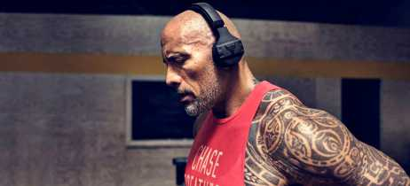 Astro do cinema The Rock se une as marcas Under Armour e JBL para lançar fone Bluetooth
