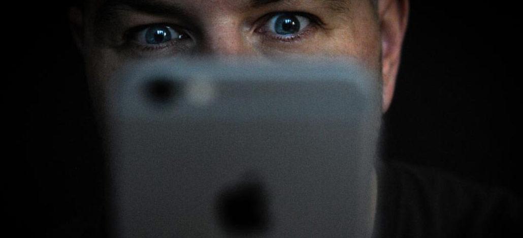 Jovem culpa e processa Apple por erro de reconhecimento facial que causou sua prisão injusta