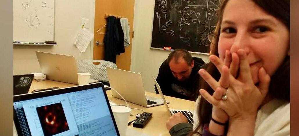 Katie Bouman é a principal responsável pela primeira imagem de um buraco negro do mundo