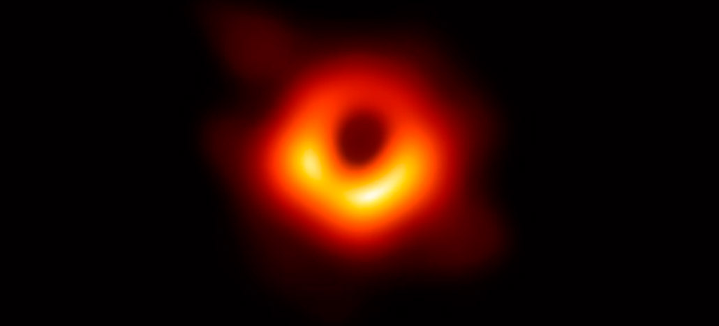 Veja a primeira imagem de um buraco negro já feita na história da humanidade